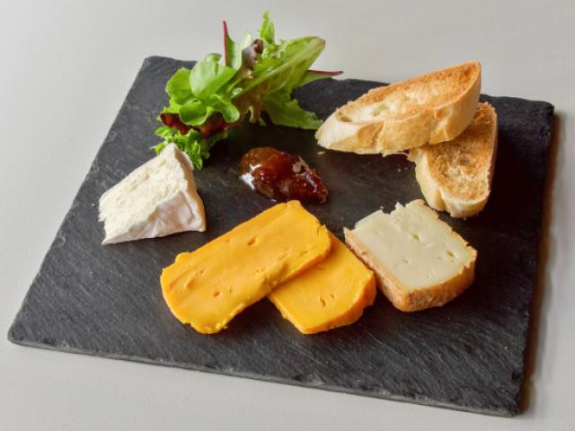Assortiment de fromages affinés de Wierre-Effroy au lait cru-excellents